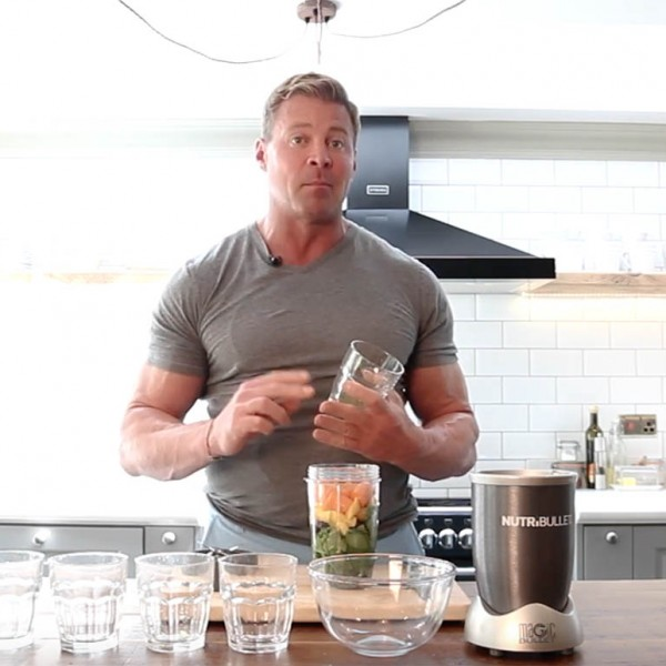 How to Make a Nutrition-Packed Breakfast Smoothie (Recipe)